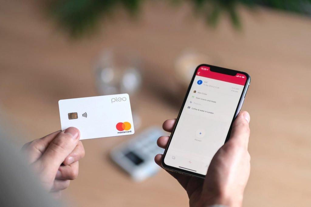 pleo-phone-card
